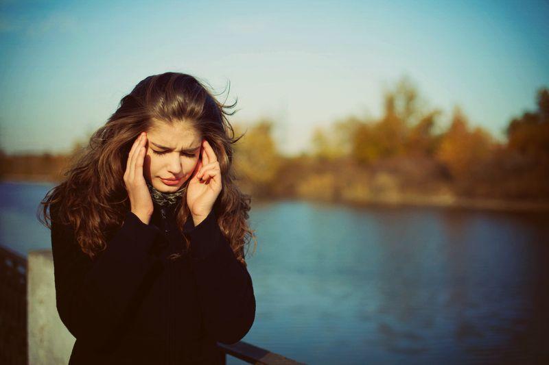 Почему женщины соглашаются на отношения с теми, кто их не ценит?